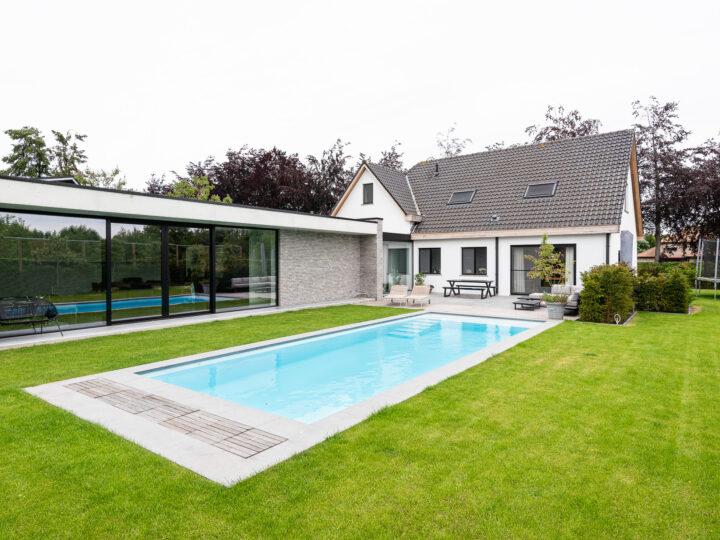 Poolhouse met moderne uitstraling
