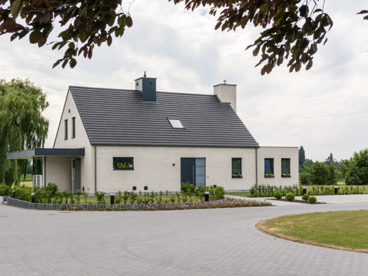 Tijdloze villa in strakke stijl