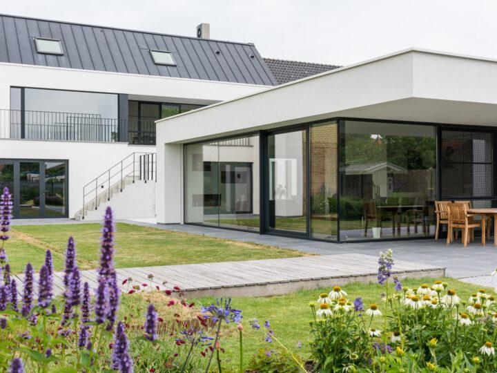 Hypermoderne woning met uitbouw